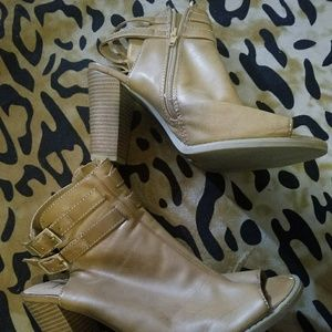 Ny&co sandal bootie size 10